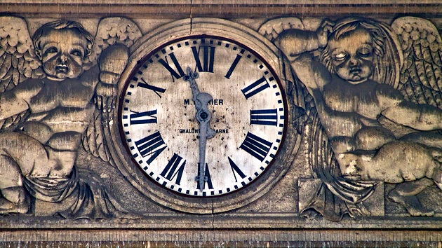 Horloge, Reims. / Ph. Tony Bowden, via Flickr - Creative Commons https://creativecommons.org/licenses/by-sa/2.0/deed.fr
