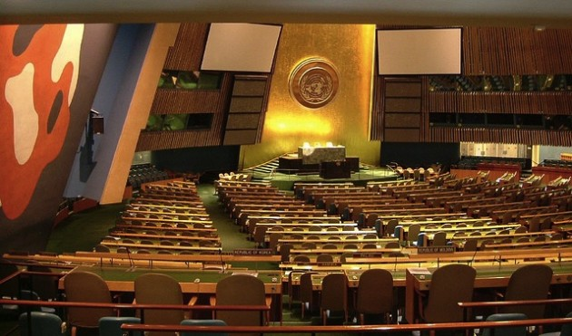 L'Amphithéâtre du siège de l'ONU à New York, où se tient le sommet sur le climat aujourd'hui / Ph. Rob Young via Flickr CC BY 2.0