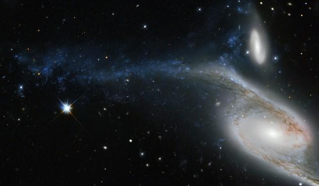 La galaxie spirale géante NGC 6872, photographiée ici par le télescope spatial Hubble, se trouve entre 200 et 300 millions d'années-lumière de la Terre, dans la constellation australe du Paon. Photo Nasa/ESA/STSCI.
