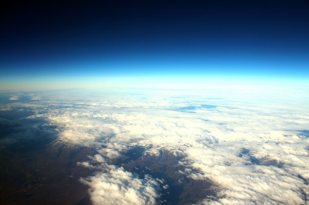 A 41 000 m d'altitude, le noir de l'espace est visible (Ph. Crowbared via Flickr CC BY 2.0)