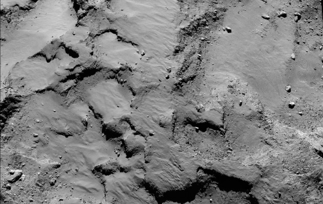La plaine où doit atterrir le module Philaé mesure environ 500 mètres de diamètre. Sur cette image, les plus petits rochers mesurent environ un mètre. Photo ESA.