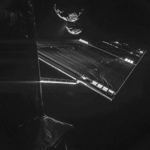 Un impressionnant autoportrait de Rosetta devant sa comète... Photo ESA.