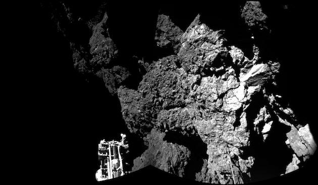 """La première photo jamais prise sur une comète : """"Tchouri"""" (67P/CG) photographiée par Philae / Ph. ESA/Rosetta/Philae/CIVA"""