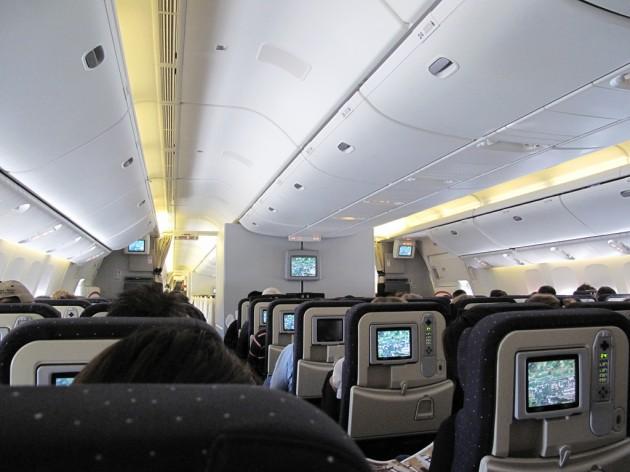 Selon certains spécialistes, une clé USB suffirait pour paralyser les systèmes de vol d'un avion (Ph. aafes49 via Flickr CC BY 2.0)