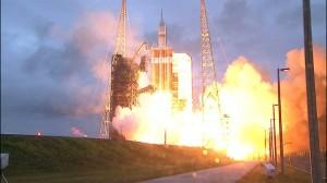 Décollage de la fusée Delta IV avec la capsule Orion