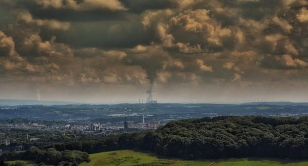 La pollution aux particules PM2,5 est due au chauffage, aux industries et aux transports. /  Ph. Eric Huybrechts via Flickr - CC BY SA 2.0