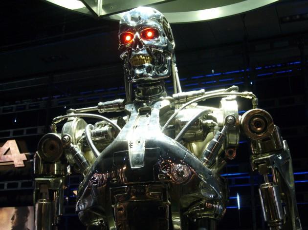 La peur d'un scénario à la Terminator a conduit le milliardaire Elon Musk à proposer 10 millions de dollars pour éviter ce risque (Ph. Dick Thomas Johnson via Flickr CC BY 2.0)