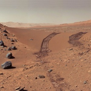 Le désert martien, exploré par le robot mobile américaine Curiosity. Photo JPL/Nasa.