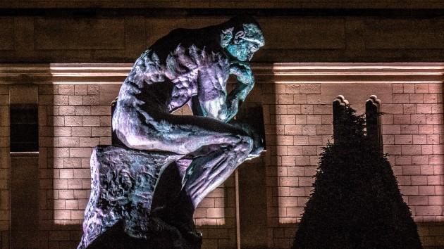 La force de la pensée renforce le corps - Le Penseur de Rodin (Ph. Yann Caradec via Flickr CC BY 2.0)