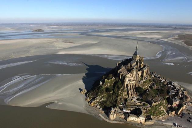 Aujourd'hui, la marée basse sera bien plus basse que d'habitude au Mont Saint Michel. / Ph. Kenzo Triboullaird - Centralasian via Flickr - CC BY 2.0