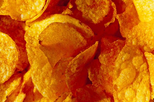 Parmi les aliments industriels, les chips battent tous les records de teneur en sel et huile (Ph Mike Haller via Flickr CC BY 2.0).