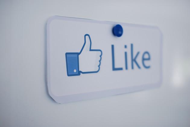 """Le bouton """"Like"""" ou """"J'aime"""" de Facebook, placé dans des sites autres, permet au géant du Net d'aspirer les données des internautes, même ceux qui ne sont pas membres du réseau social (Ph. Thomas Angermann via Flikr CC BY 2.0)"""