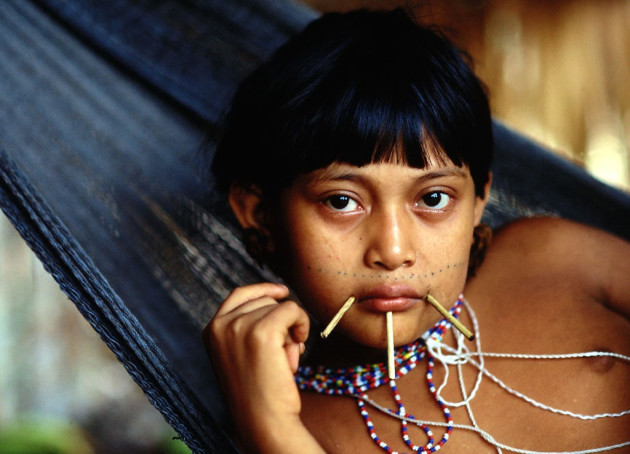 Une jeune fille Yanomami - Ph. Arch_Sann via Flickr - CC BY 2.0