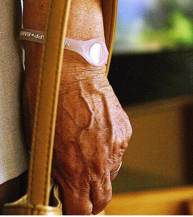 Les bracelets à hologramme seraient-ils bénéfiques pour la santé ? Peut-être... grâce à l'effet placebo (Ph. Ezequiel Puertas H via Flickr CC BY 2.0)