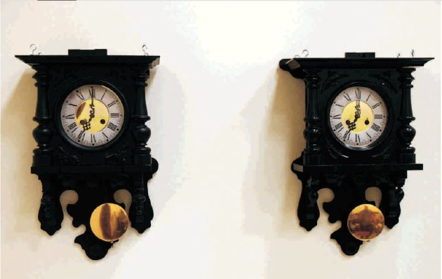 Le phénomène de synchronisation des balancier d'horloges accrochées au mur était une énigme depuis 350 ans (Czolczynski, K. et al, 2011)