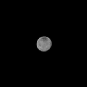 Le satellite Charon, vu par la sonde New Horizons le 8 juillet 2015, à 8 millions de kilomètres de distance. Le plus grand satellite de Pluton mesure 1200 kilomètres de diamètre: il constitue avec Pluton une véritable planète double... Photo Nasa.