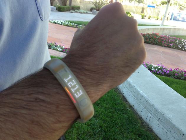 Les bracelets, montres connectées et smartphones nous informent de nos paramètres physiologiques (Intel Free Press via Flickr CC BY 2.0)