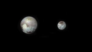Comme la Terre et la Lune, Pluton et son satellite Charon constituent une véritable planète double. Photo Nasa.