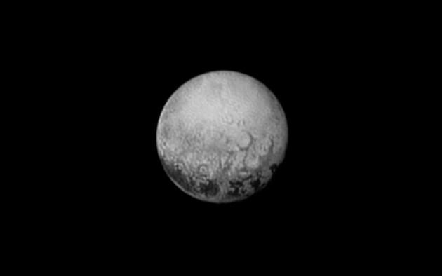 La planète naine Pluton, photographiée par la sonde américaine New Horizons le 11 juillet, à la distance de quatre millions de kilomètres. Photo Nasa.