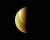 Vénus a presque la même taille et la même masse que la Terre. Mais son atmosphère épaisse de gaz carbonique et sa proximité au Soleil ont emballé un effet de serre qui porte aujourd'hui sa température moyenne à 465 °C. La surface de la planète est invisible, cachée par cent kilomètres de brume et de nuages. Seuls les radars, et dans une moindre mesure les caméras infrarouges, permettent de voir ce qui se passe à la surface de la planète. Photo Venus Express, ESA.