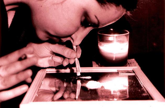 Contrairement à ce qu'on pensait jusqu'ici, ce n'est pas tant le comportement plus à risque des consommateurs de cocaïne qui les expose à un taux plus élevé d'infection au VIH, que les effets biochimiques de la molécule elle-même. - Ph. 2425869@N04 via Flickr