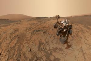 La planète Mars devrait être explorée par de nouveaux robots mobiles au cours des années 2020/ La Nasa décidera t-elle d'envoyer le successeur de Curiosity, baptisé pour l'instant Mars 2020, étudier une ravine martienne où de l'eau a coulé? Photo Nasa.
