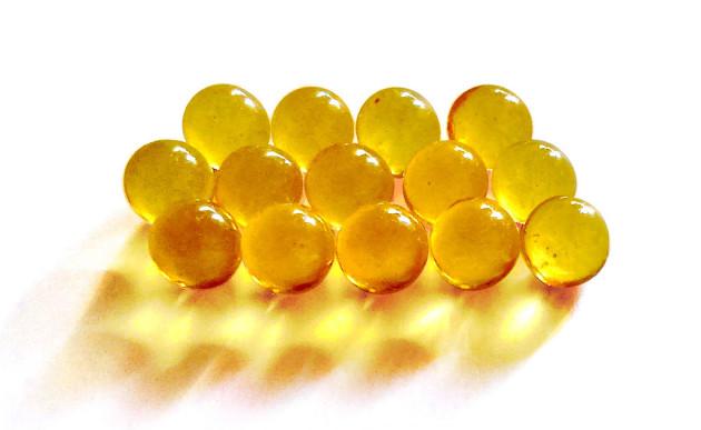 Principalement apportée par le soleil, la vitamine D peut aussi être apportée par l'huile de foie de morue. - Ph. Orange-kun / CC BY-SA 3.0 ou GFDL / Wikimedia Commons