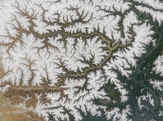 Yarlung_Tsangpo_river_tibet - satellite Terra)