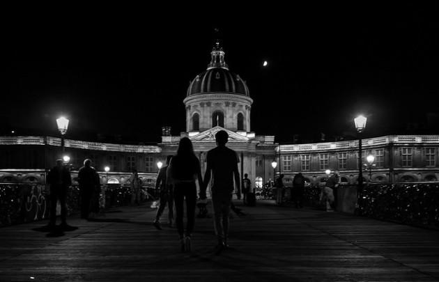 Éclairage nocturne au Pont des Arts, à Paris. - Ph. JFGornet / Flickr / CC BY SA 2.0