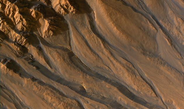Pour Cédric Pilorget et François Forget, ce n'est pas l'eau qui creuse la plupart des ravines martiennes, mais la glace carbonique. Photo Nasa.
