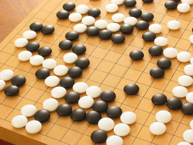 Le jeu de go présente 10^600 combinaisons : c'est le plus difficile à gagner par une intelligence artificielle. - Ph. ChadMiller / Flickr / CC BY SA 2.0