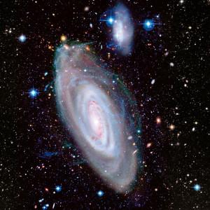 La galaxie spirale géante M 90, et sa compagne, la petite galaxie IC 3583, se trouvent dans l'amas Virgo, à 60 millions d'années-lumière de la Voie lactée. Cette image inédite de M 90 a été prise avec le télescope franco-canadien d'Hawaii (CFHT) et sa caméra Megacam. Photo 2015 CFHT/Coelum/J.C Cuillandre/G. Anselmi.