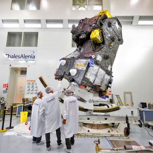 Le programme Exomars comprend le module Schiaparelli, le rover Exomars 2018, le module d'atterrissage Exomars 2018 et enfin, sur cette photographie, le TGO (Trace Gaz Orbiter), un satellite qui va des années durant étudier l'atmosphère martienne afin de comprendre le cycle du méthane, et l'origine de ce gaz rare sur la planète rouge. Photo ESA.