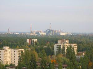 Du haut d'une tour d'immeubles, vue sur la ville et la centrale. - Ph. Galia Ackerman