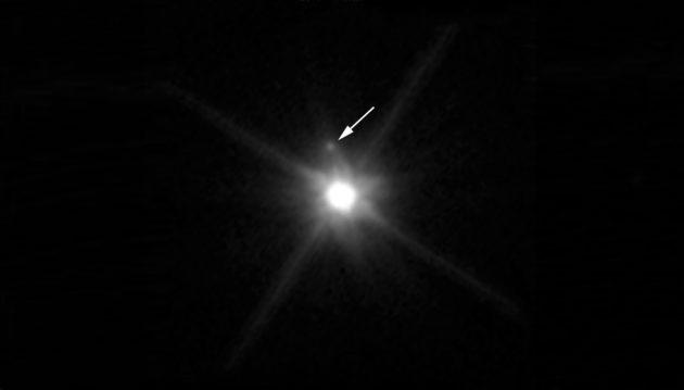 Le télescope spatial a découvert un satellite à la petite planète Makemake. Le petit astre glacé mesure environ 150 kilomètres et tournerait en une douzaine de jours autour de la planète naine. Photo Nasa/ESA/STSCI.