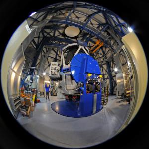 Le télescope VST est équipé d'un miroir de 2,6 m de diamètre et d'une caméra de 256 millions de pixels, afin de pouvoir réaliser des images du ciel à très grand champ. Photo S.Brunier.