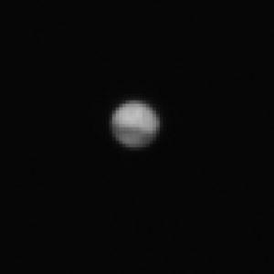 La toute première image de la planète Mars prise, à 40 millions de kilomètres de distance, par le petit télescope embarqué à bord de la sonde européenne Exomars. En octobre, Exomars se satellisera autour de la planète rouge, à seulement 400 kilomètres de distance. Photo ESA.