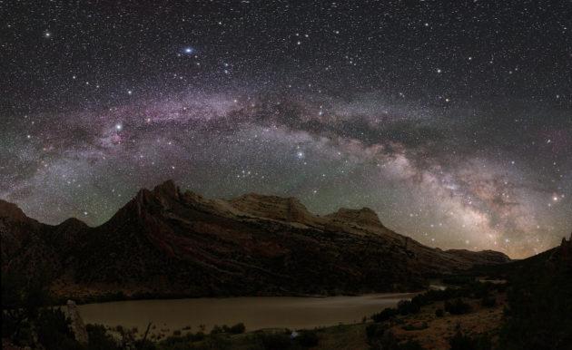 La Voie lactée telle qu'ont peu l'observer au Parc national Dinosaur, dans le désert de l'Utah (Etats-Unis) - L'Asie - Ph. Dan Duriscoe