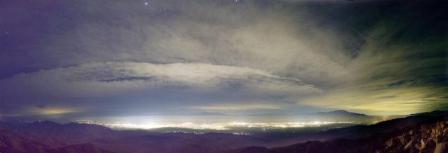 Point de ciel étoilé au-dessus du Parc national Joshua Tree, où rayonne l'éclairage de Los Angeles, Californie (Etats-Unis). - Ph. Dan Duriscoe