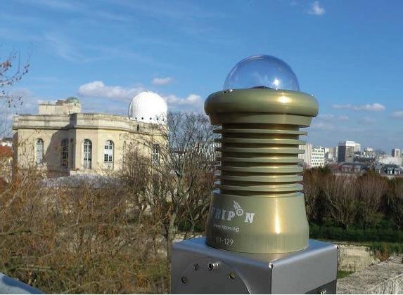 La caméra FRIPON installée sur le toit de l'observatoire de Paris. - Crédit : François Colas / observatoire de Paris / IMCCE