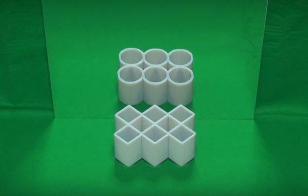 Des tubes rectangulaires qui, reflétées dans un miroir, semblent cylindriques... voici l'une des illusions d'optique primées cette année (capture d'écran).