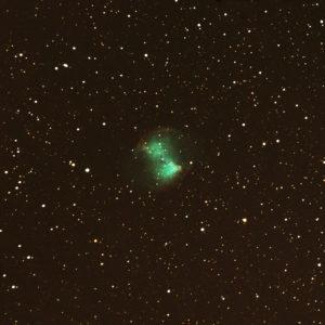 La nébuleuse M 27 photographiée en juillet 2016 dans le Limousin, avec un petit télescope de 150 millimètres de diamètre et 1800 millimètres de focale. 900 poses de 4 secondes à 51200 ISO ont été fusionnées avec le logiciel DeepSkyStacker. Photo S.Brunier.
