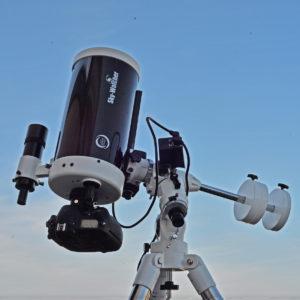 Pour prendre des photographies du ciel, il faut un télescope installé sur une monture équatoriale et un boîtier reflex numérique. C'est tout! Ce petit télescope de 150 mm de diamètre et son boîtier photographique ont permis de réaliser les images qui illustrent cet article. Photo S.Brunier.