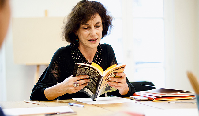 Martine Paulais, auteure de théâtre et de nouvelles, anime un atelier.