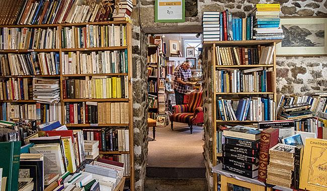 Dans la librairie de Patricia Pichot. © Maud Dupuy pour La Vie