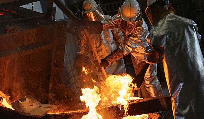 Née du métal en fusion, la cloche deviendra instrument. Yannick Perrin pour...